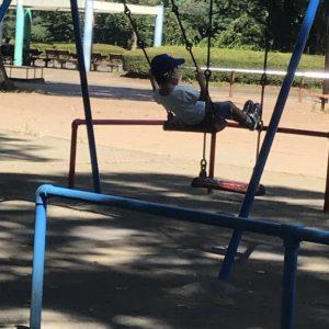 公園のブランコ
